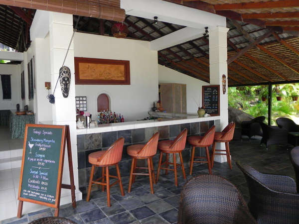 Bar At Minang Cove Resort & Spa