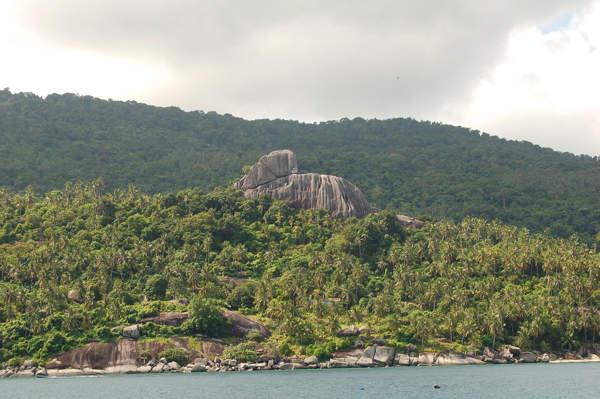 Batu Berhala, Aur Island