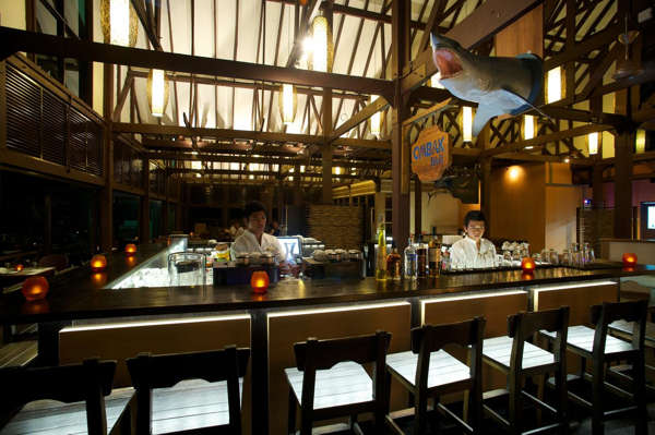 Ombak Bar At Tunamaya Beach & Spa Resort