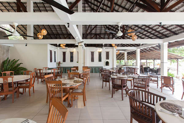 Restaurant At Minang Cove Resort & Spa